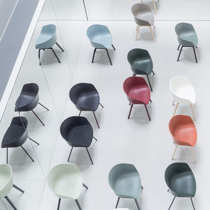 Nieuwe kleuren van de About a Chairs (AAC) van HAY! Gepresenteerd op de beurs in Milaan (2016).