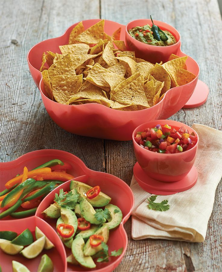 Chip 'N Dip Set. A bold, beautiful and durable serving collection helps you entertain with ease for years to come.