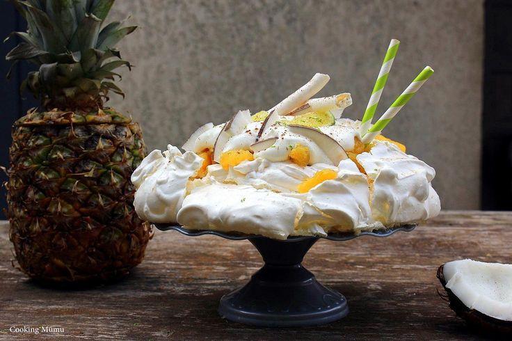 Meringue à la noix de coco, compotée d'ananas rhum et citron vert, crème fouettée, copeaux de noix de coco et cannelle : cocktail réussi !