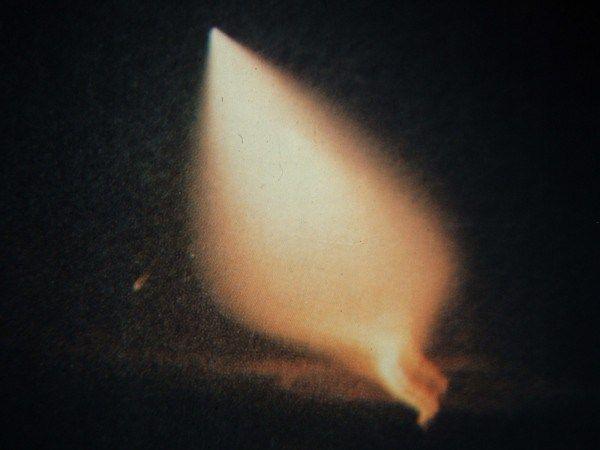 Uma foto das luzes projetadas quando uma nave-mãe OVNI decolou e desapareceu logo que o piloto e Major George Filer III da Força Aérea dos EUA se aproximou (Cortesia do Major George Filer III)