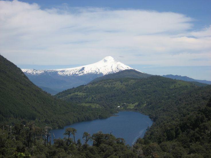 El Parque Nacional Huerquehue está localizado en los Andes, en la Región de la Araucanía de Chile, cercano al Lago Caburga. El parque tiene una superficie de 12.500 ha. de terreno montañoso.