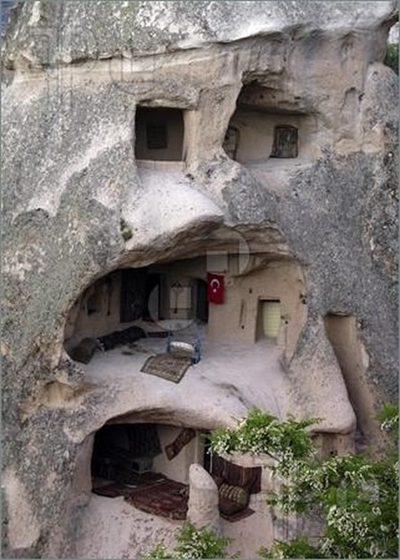 50 stunning homes built into nature caves shelters and for Homes in the mountains