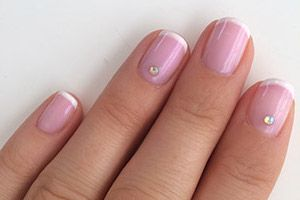 French Manicure - Pink and White #gelpolish #gelpolishmanicure #shellak #shellac #wickyhannah #nailart #nails #nailartdesign #nailartist #neglelak #manicure