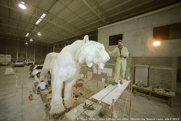 Escultores Mexicanos, Monumento EL Tigre UANL, Juan Canfield, escultor, 81 aniversario de la Universidad Autonoma de Nuevo Leon, e inauguracion de la Universiada Nacional, Monterrey Mexico 20 de abril 2015 http://www.casacanfield.com
