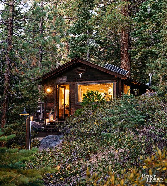 Nestled in the woods of Lake Tahoe, this compact cabin's warm glow ushers guests to come on in after a lazy day of splashing around cool waters and warming up by the bonfire. From the outside, it looks straight out of a summer camp movie set -- but step inside, and you'll be blown away by its casual modern-coastal style.