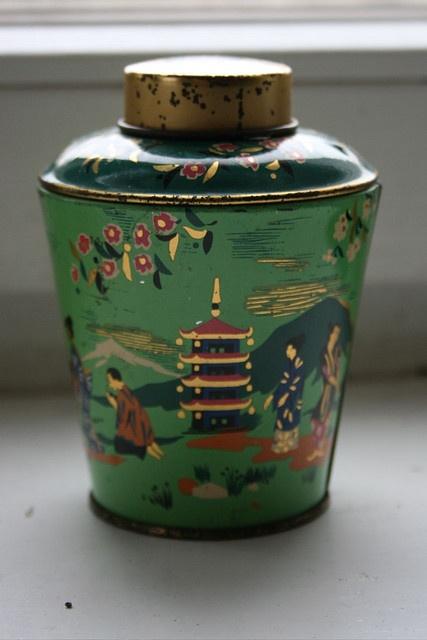 pagoda    small little tin box for tea, ca. 1950's