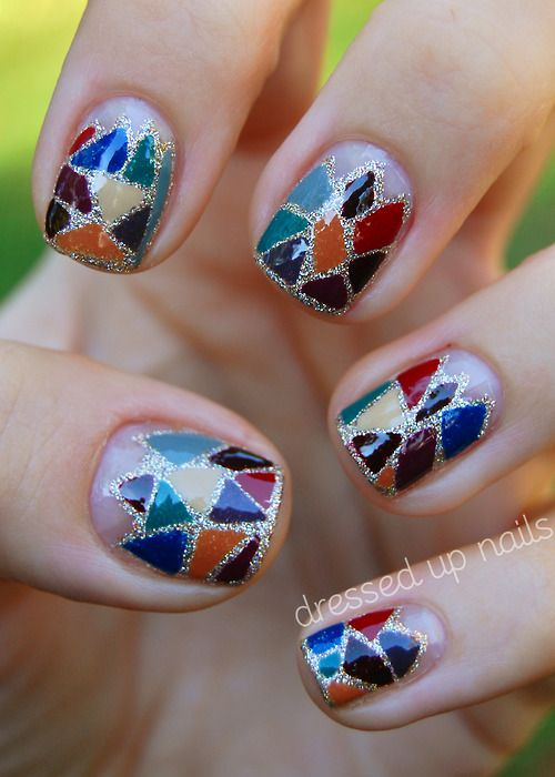 i like the glitter outlines. stained glass nail art.