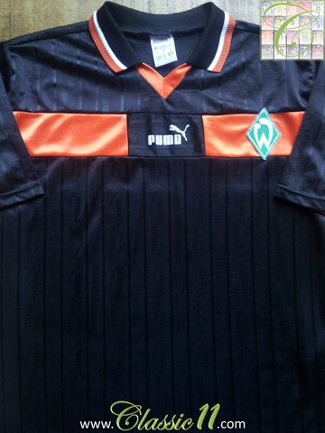 Relive Werder Bremen's 1998/99 season with this vintage Puma away football shirt.