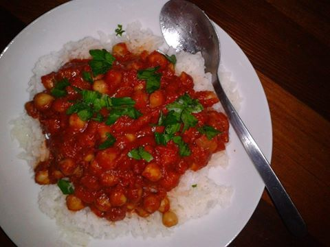 Got the recipe from Vegetarian Times magazine, cant remember the issue, but I am sure it is on the site : ) Spicy Chickpea Tikka Masala with serano chili, garam masala, fresh ginger, onions, tomato and tomato paste.