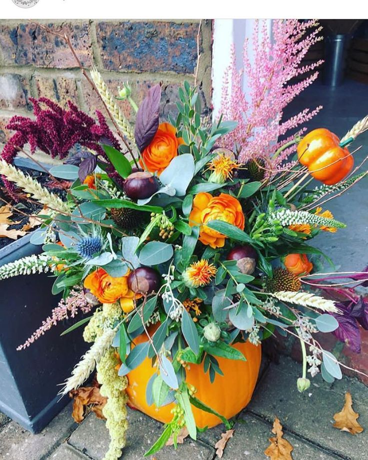 We will be making lots of these this week for those of you who have ordered 👌🏼 There will be some in the shop but can't guarantee how long for, so order to avoid disappointment 🎃 #florist #flowers #ivyflorenceflowers #flowershop #halloween #halloweenflowers #pumpkin #pumpkinflowers #gorgeous #beautiful #love #fun #rustic #countrychic #eastgrinstead #lingfield #dormansland #edenbridge #floraldesign #autumn #texture #colour #sayitwithflowers #ordernow #dressyourhousethishalloween