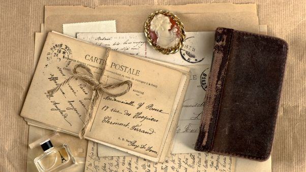 Обои винтаж, блокнот, медальон, духи, письма, ретро