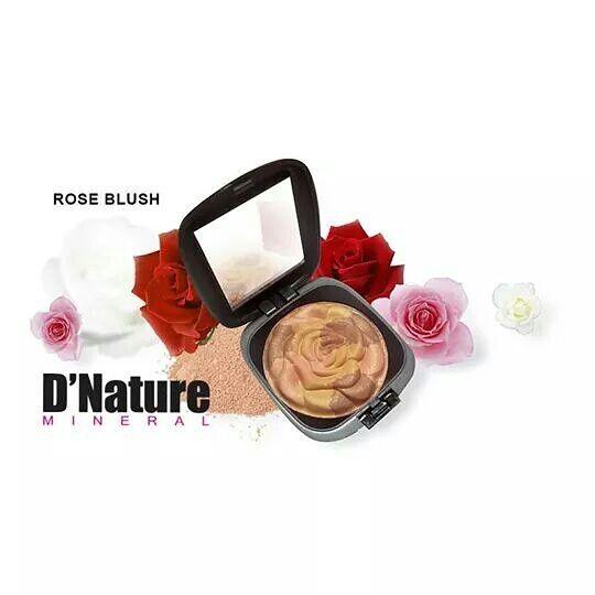 Rose blush es una mezcla de tres colores minerales compactados en forma de rosa, brindándote un tono perfecto y muy natural.