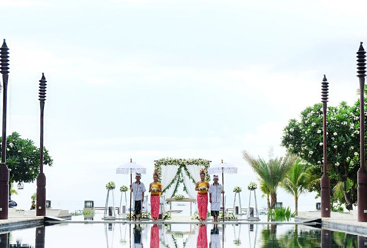 Accompanied by the gentle ocean breeze and a magnificent view of the Tanjung Benoa Beach, we strive to make our bride and groom's day nothing less of perfection. Let us be a part of your special day and let our experts take all the stress away. Send us an email at wedding@nilamanihotels.com or click the link on our bio to discover more.  #TheSakalaResortBali #SakalaBeachClub #SakalaBali #SakalaWedding #Bali