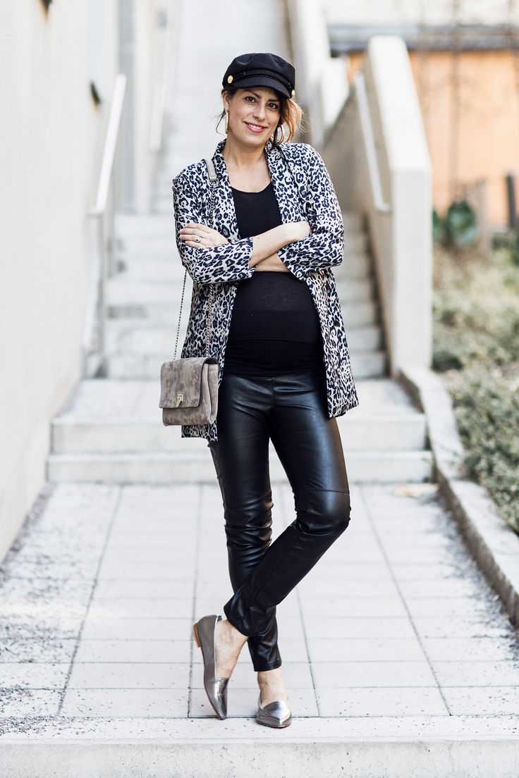 Nina Campioni #OOTD shoes Heelow, pants H&M, top Tiger of Sweden, jacket Gina Tricot, hat Gina Tricot, bag Decadent Copenhagen - welcome to my blog!