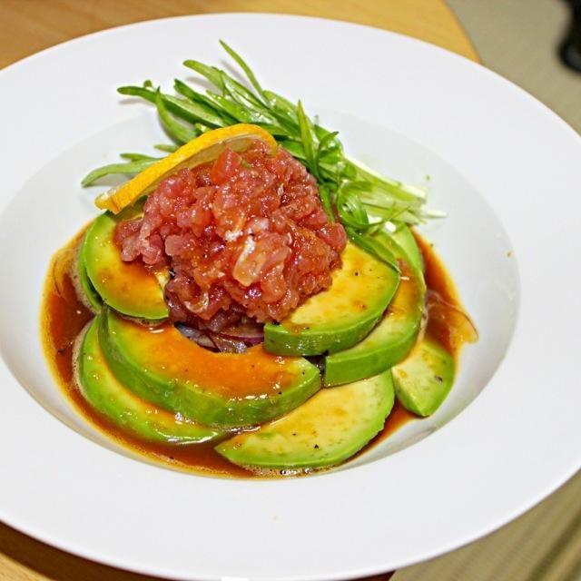 ポキ風な一皿です。 - 151件のもぐもぐ - マグロアボカドサラダ 卵黄とごま油醤油ソース by sakuchan88