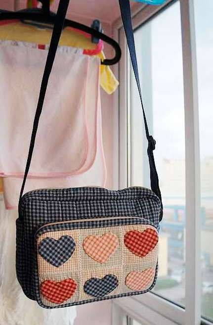 cute picture tutorial for both the bag and the appliquu00e9