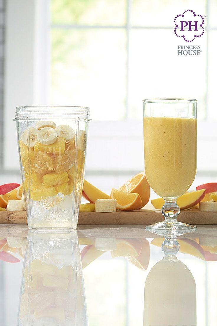 Disfruta el sabor tropical con un refrescante licuado de piña y mango hecho en el Procesador mutliusos Vida Sana™.