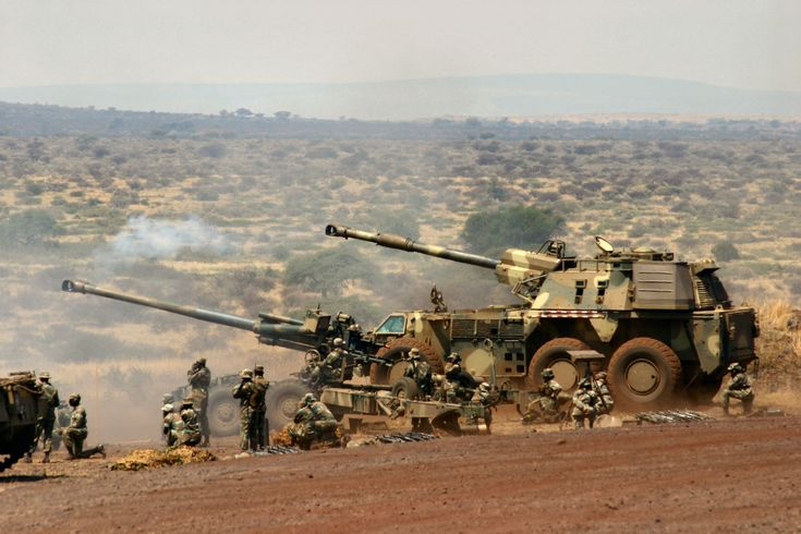 self propelled artillery   G6 155mm Self Propelled Howitzer, South Africa.