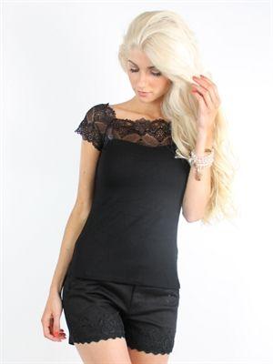 Zanca Sonne - Sort kort boheme top med smuk blondekant foroven