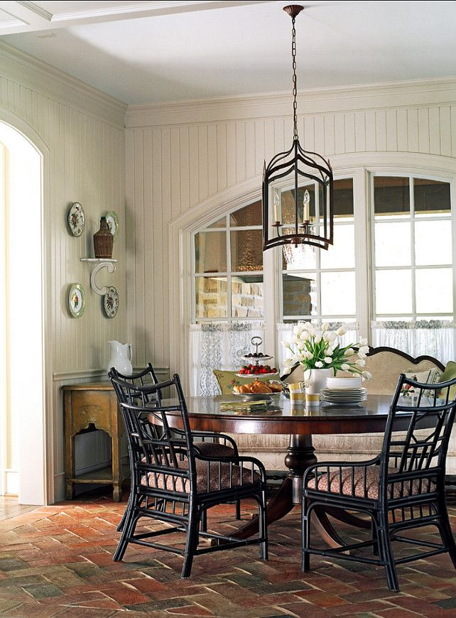 Eating Nook. This eating nook is welcoming and stylish at the same time. #EatingNook #Interiors