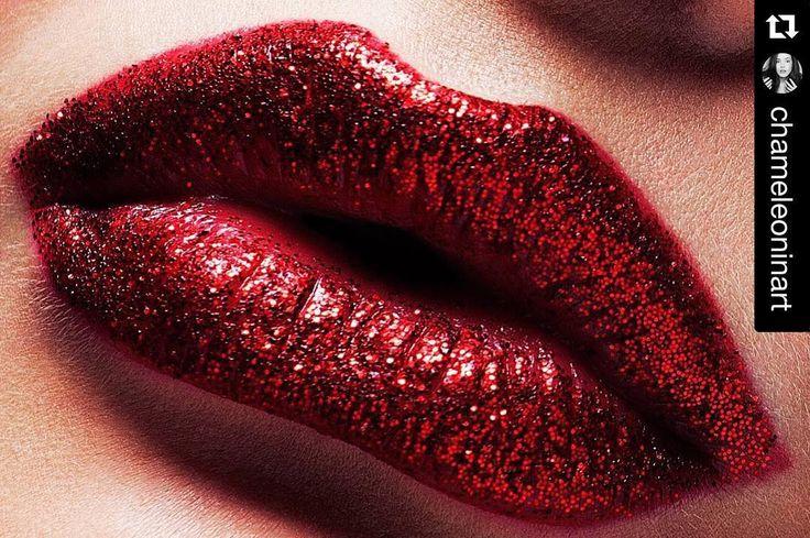 Красные блестки.. Скоро будет много блёсток)  @villycrazypanda  #soon #makeupbyme #mua #makeup #makeup #mywork #makeuplook #makeupartist #photoshoot #redlips #sparkles #губы #like #макияж #макияжспб #визажист #визажистспб #beautyphotographer #photographer #instamakeup #красныегубы #makeupspb # by maria_polubentsova
