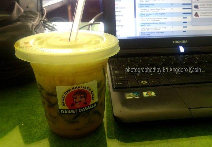Awalnya mengenal Dawet Hitam Dawala  dari review kuliner di My Pangandaran . Nah, baru kali ini kesampaian mencoba menikmati segarnya sege...