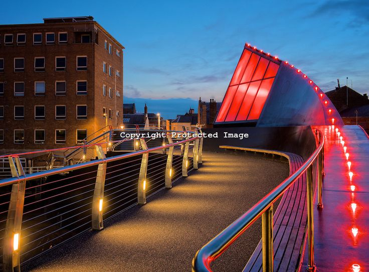 Pedestrian swing bridge over the River Hull at night.