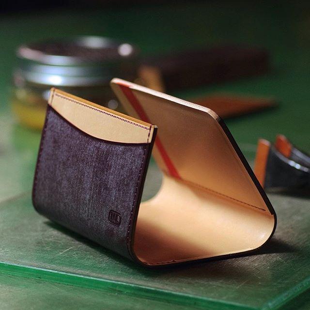 making   business card holder  #leatherwork #leathercraft #bespoke #custommade #leathergoods #niwaleathers