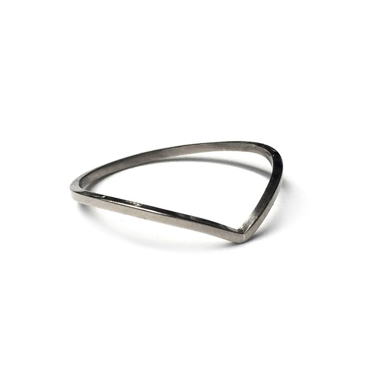 A one-off solid 18 carat White Gold dainty wishbone, perfect for stacking or as a wedding band! SIZE Q 1/2 ONLY! LAST CHANCE SALOON NOTES * Items are non returnable, unless deemed faulty by BMM * Rings are only available … Continue reading →