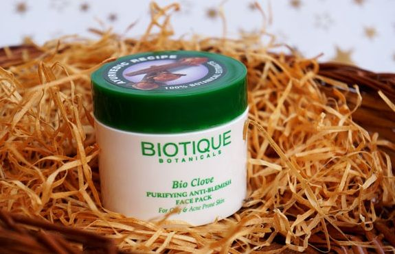 Biotique Bio Clove Face Pack controls pimples and absorbs excess oil and other impurities that may be the reason for acne. With regular usage, a vibrant, clear and smooth complexion is achievable. Shop Now ...