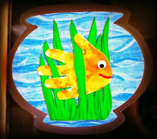 Cute handprint fish craft! The handprint really stands out! Fish class cuteness! would also be cute as a suncatcher!