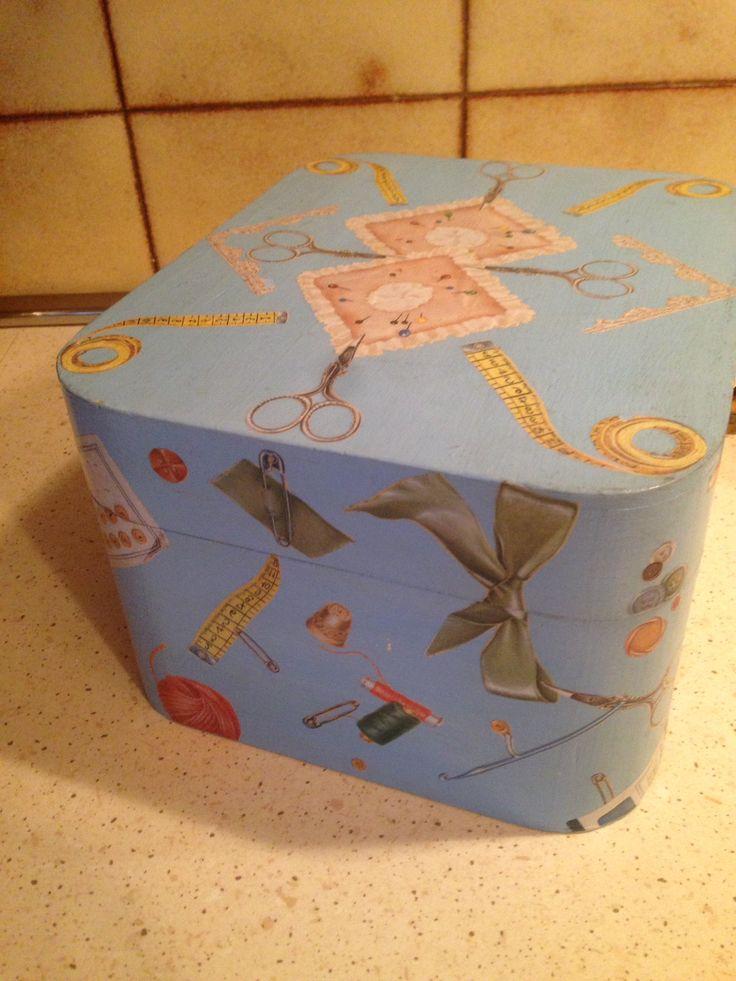 Decoupage scatola per il cucito