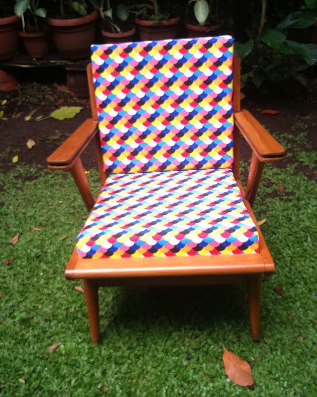 "Meet our new upholstered midcentury arm chair ""VATTRA"" For sale #midcenturymodern #midcenturyfurniture #vintagefurnitue #vintagedecor #kursi #chairs #jengki #kursiantik #vintageinterior #vintageindo #homedecor #cafedecor #retrofurniture #retrodesign"