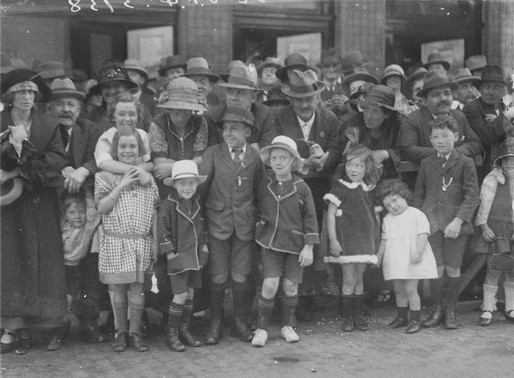Families watch the Labour Day procession, Sydney, circa 1926. Sam Hood collection, State Library of New South Wales: http://www.acmssearch.sl.nsw.gov.au/search/itemDetailPaged.cgi?itemID=6382. Digital order no. hood_03739.