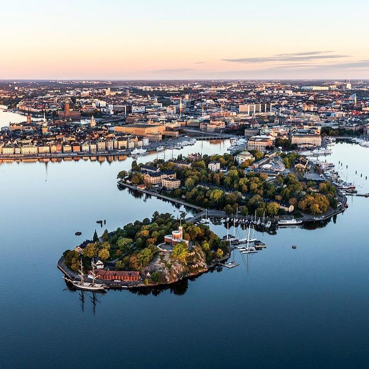 8,187 vind-ik-leuks, 130 reacties - Visit Stockholm (@visitstockholm) op Instagram: 'Happy Friday from Stockholm! For this week's #followfriday we would like to show you a selection of…'