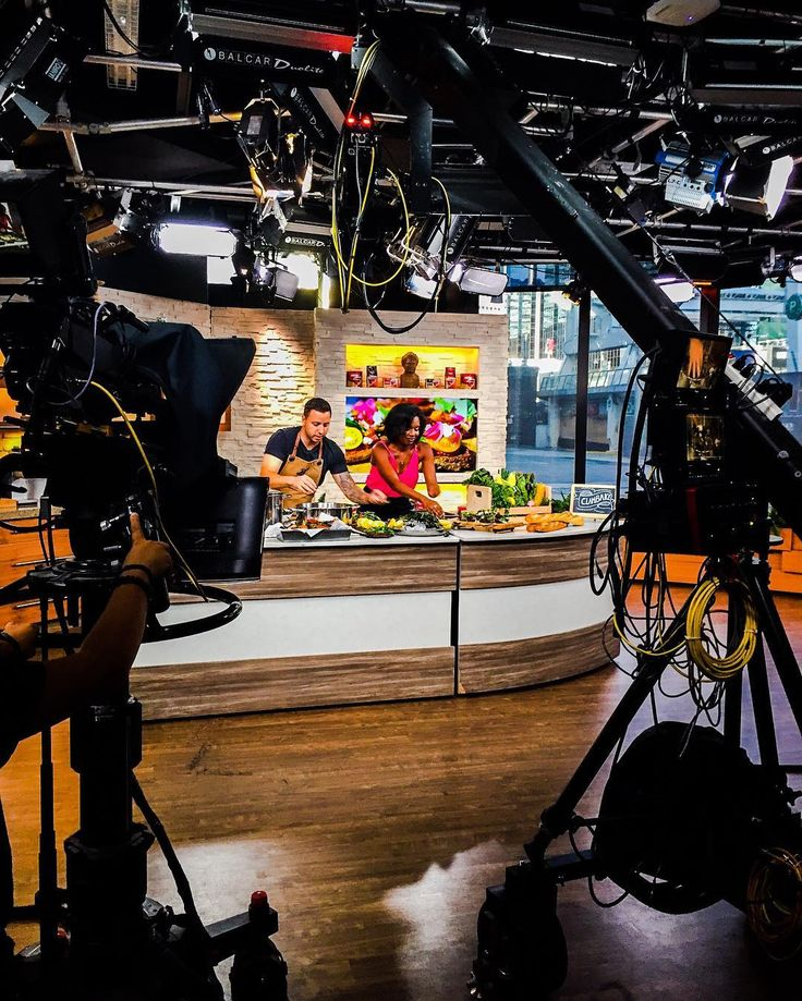 Today on @bttoronto Chef Kev redefined what breakfast means to us by taking a traditional lakeside clambake and showed the nation how to so it at home in 20 minutes - on live syndicated television in front of billions of viewers. Bold. But that's just how we do at Provisions because we all know who fortune favours. Thanks for having us @tammiesutherland!! #callhimgordonclamsey #getyourclambakefixthisweekend #almanacisland #dotcom : @alternative_affair