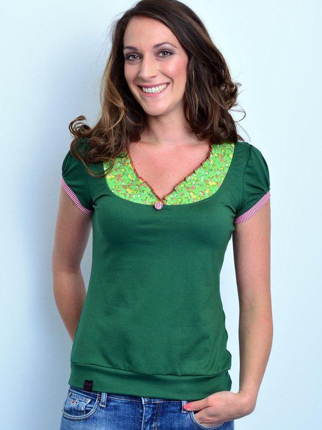 grünes Jerseyshirt mit Blumenkragen // green jersey t-shirt with floral collar by stadtkind potsdam via DaWanda.com