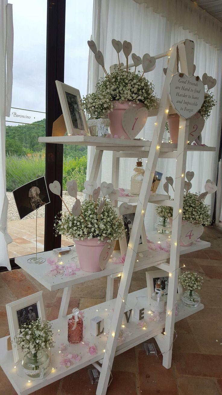 Holztreppe mit Dekofotos und Blumen – #Con #DECORACION #Escalera #flo …   – hochzeitsdeko