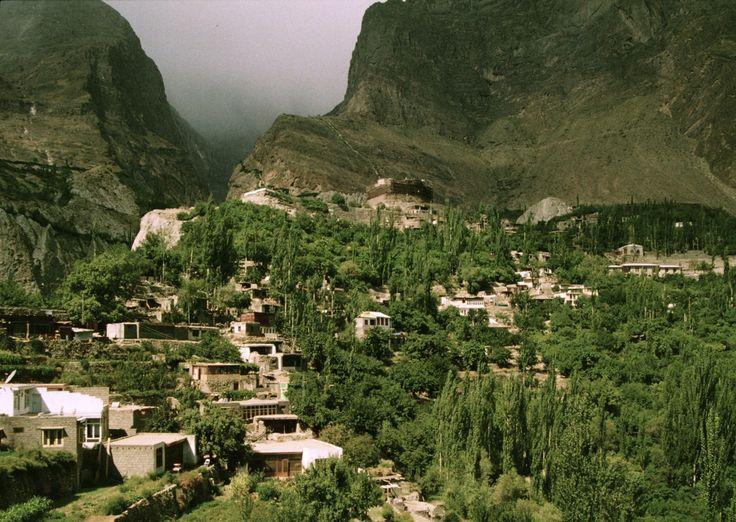 Karimabad / Vallée de Hunza /  Pakistan / jcp 1992