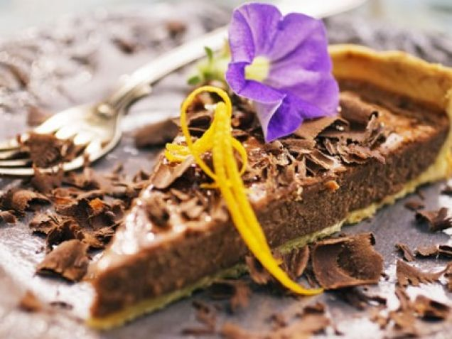 Mmm… Marabou. Den här chokladpajen brukar även bli ungarnas favorit. Lättvispad grädde är gott till, precis som färska hallon, när det är säsong....