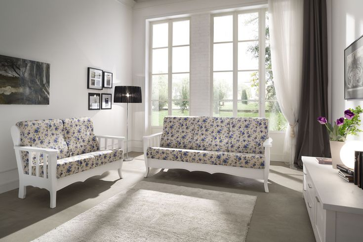 Solid pine sofa. Ergonomic cushions with removable covers. #furniture #sofa #living #country #white #design #madeinitaly