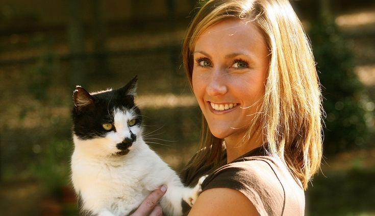 Alleenstaanden die een nieuwe kat in huis halen, moeten langer betaald verlof kunnen krijgen. Daarvoor pleit D66 in de Tweede Kamer. De partij wil mensen op die manier de kans geven om in de belangrijke eerste maanden een band met hun huisdier op te bouwen.