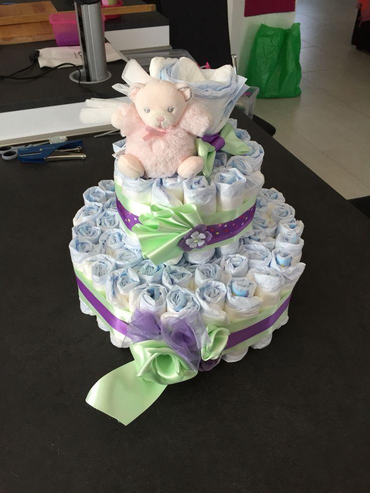 Torta di pannolini  Viola   Ricordate che servono almeno una settantina di pannolini ed una base per torte