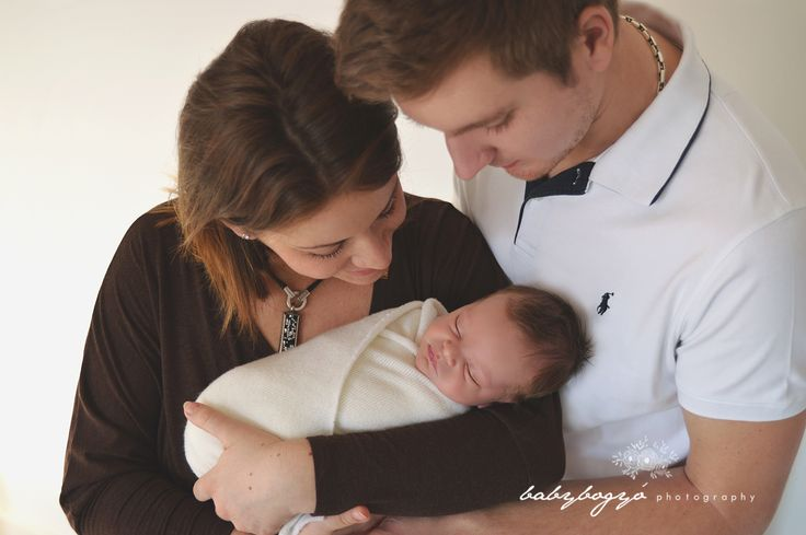 Newborn photo with parents #familyphotos #newborn #babyphoto #photography