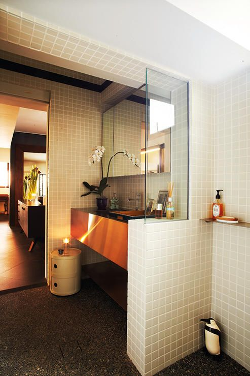 10 Ways To Make Small Bathrooms Stand Out