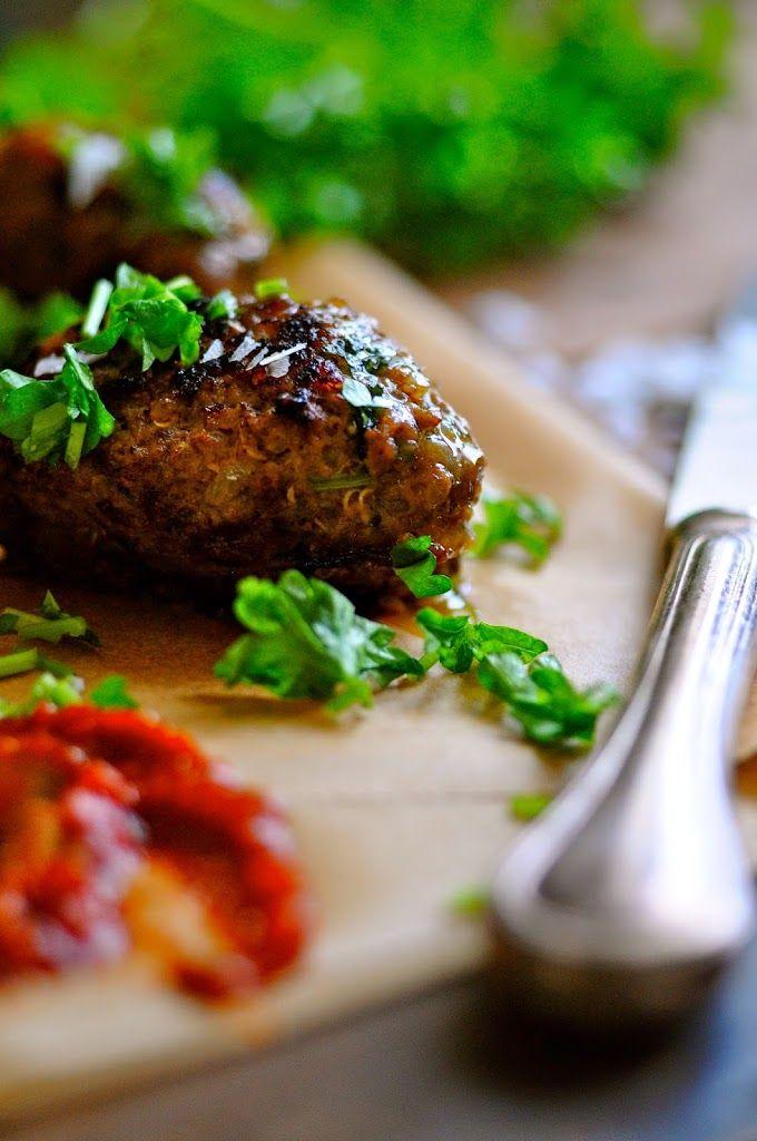 Her er opskriften på de bedste oksedeller med quinoa og krydderier. Hvis du er på jagt efter en sund og lækker aftensmad, så er disse oksedeller perfekte!!