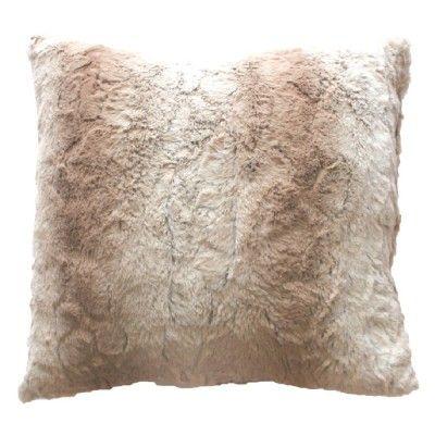 7,20€ Coussin imitation fourrure, couleur beige naturel. Dimensions : 40 x 40 cm. <br>Matière : enveloppe 100% polyester et intérieur fibres.<br>Ne manquez pas le plaid assorti !