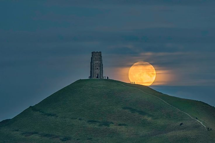 www.rgw-photography.co.uk — met Alfredo Cárdenas bij Glastonbury Tor.moo