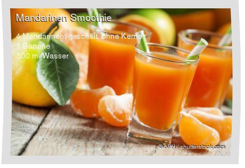 Leckeres Mandarinen Smoothie Rezept mit einfacher Schritt-für-Schritt-Anleitung: Banane schälen und mit allen Zutaten im Mixer pürieren...