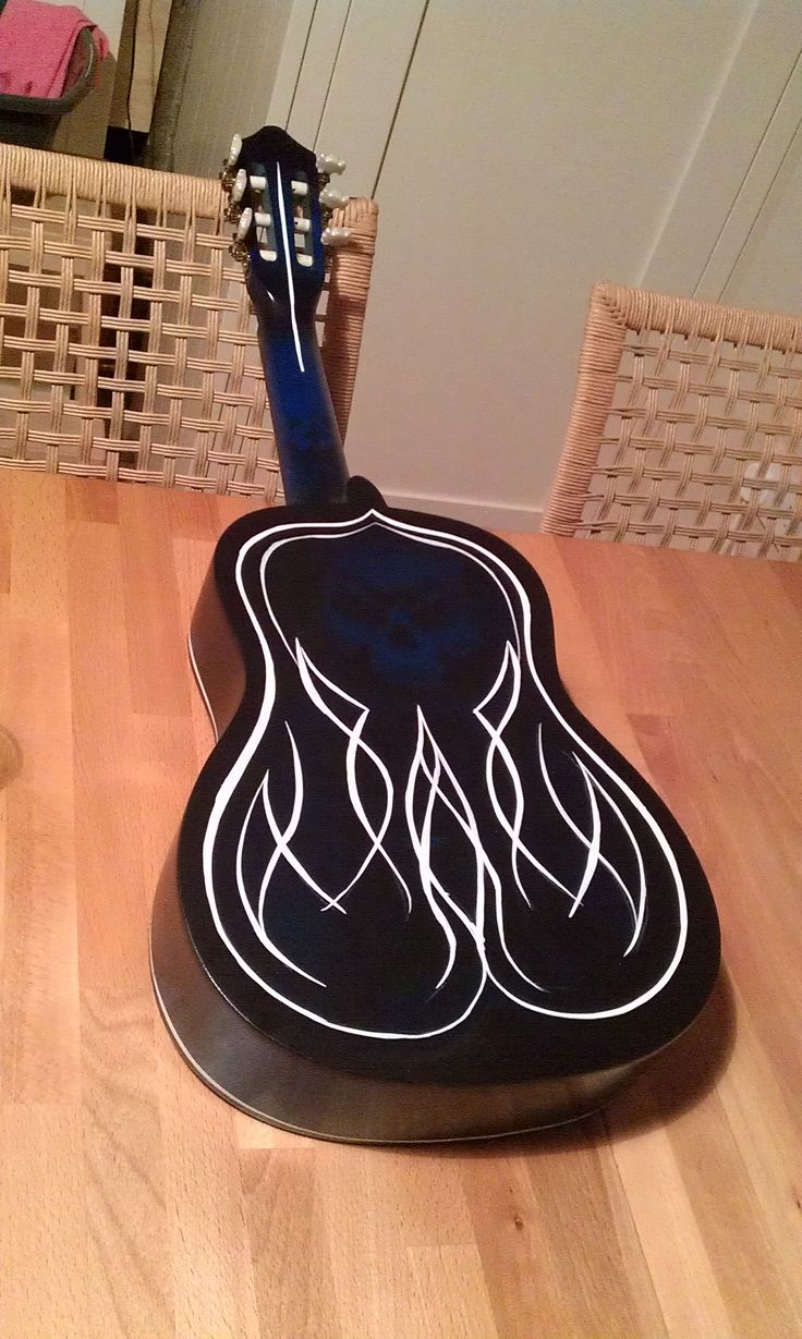 PINSTRIPE ACOUSTIC BACK WITH GHOSTED AIRBRUSH SKULL ...